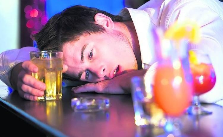 Степень опьянения и последующее похмелье не зависят от количества смешанных напитков