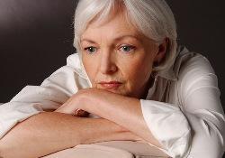 Женщины, чаще чем мужчины страдают от болезни Альцгеймера