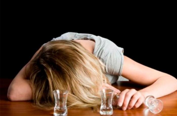 Женщины, которые пили алкогольные напитки несколько раз в месяц, реже попадают в больницу с сердечными приступами