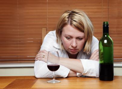 Алкоголь полезен только для пожилых женщин