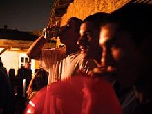 Популярность в школе может быть причиной развития алкоголизма