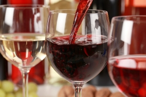 Красное вино поможет справиться с болезнью Альцгеймера