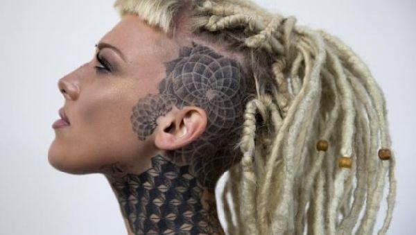 Ритуал татуажа может служить эффективным методом психотерапии для молодых женщин