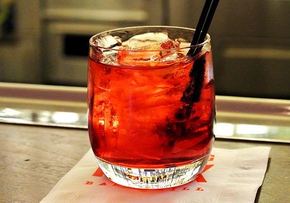 Алкоголь влияет на уровень счастья человека