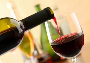 Размер бокалов влияет на риск развития алкоголизма