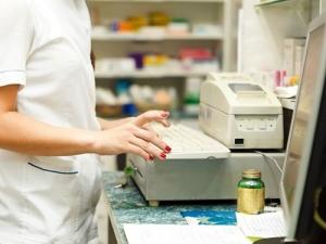 Минздрав запретит продажу алкогольных настоек в аптеках для алкоголиков