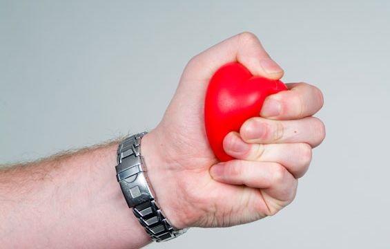 От стресса страдает сердце