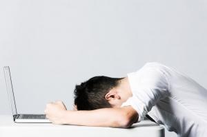 Исследование: стресс подталкивает людей к экономии