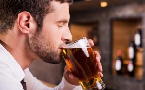 Эксперты: умеренное употребление спиртного лучше, чем полный отказ от него