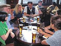 Употребление алкоголя с друзьями может быть полезно, говорят специалисты