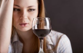 Женщины чаще мужчин умирают от алкоголизма