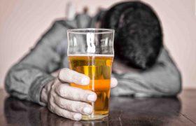 Алкоголь не помогает справиться с похмельем