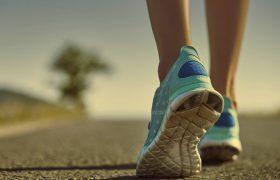 Медленная ходьба: признак будущего слабоумия