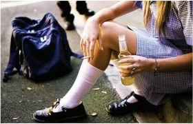 Родители должны контролировать склонность к алкоголю у детей еще в школе