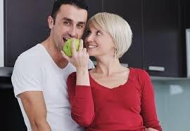 Психологи рассказали, какие мужчины привлекают женщин