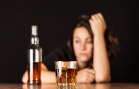 Психологи: даже не думайте спасаться от стресса спиртным