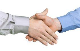 Люди с обычными внешними данными вызывают больше доверия