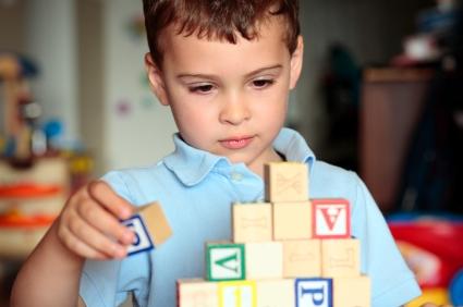 Почему симптомы аутизма у мальчиков и девочек отличаются