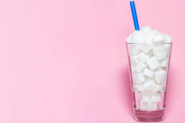 5признаков, чтовыедите слишком много сахара