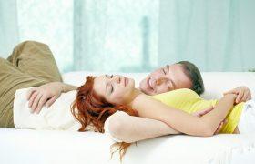 Кому нужнее сон — мужчинам или женщинам?