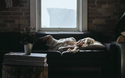Эксперты рассказали о риске раннего пробуждения для женщин