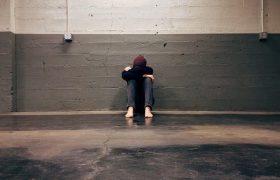 Депрессию и стресс признали заразными