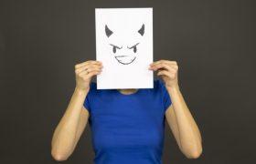 Злые люди склонны переоценивать свой интеллект