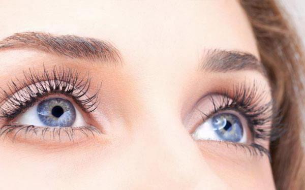 Стеклянные глаза, причины заболевания