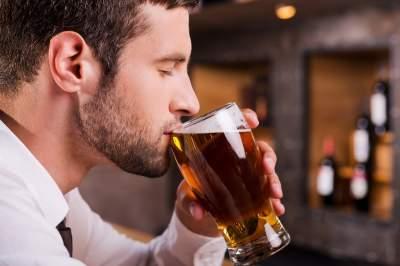 Врачи рассказали, какой алкогольный напиток полезен для сердца