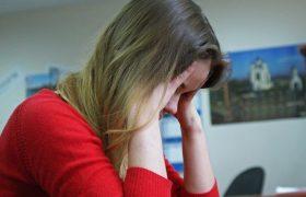 «Депрессия встречается даже у детей в пять-шесть лет»: врачи о том, как отличить осеннюю хандру от серьёзного заболевания