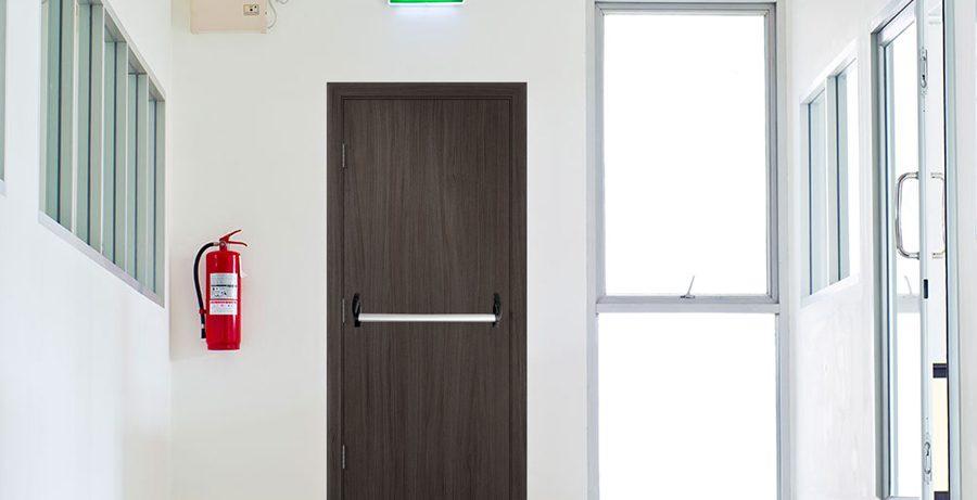 Почему противопожарные двери стоит приобретать у специалистов?