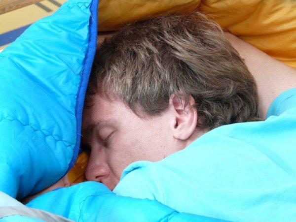 Ученые: Воздействие нехватки сна зависит от национальности и пола
