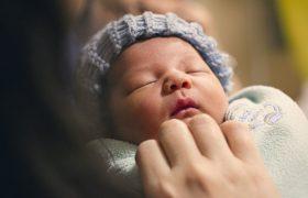 Вес новорожденных мальчиков связали с гормоном стресса у мам