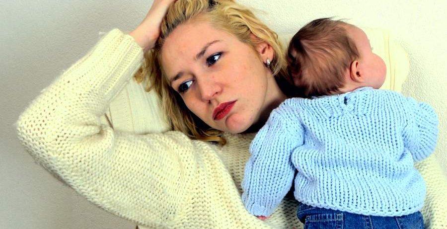 Чем опасна послеродовая депрессия, и как с ней справиться