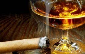 Алкоголь и табак оказались опаснее тяжелых наркотиков
