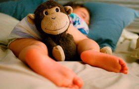 5 поз детского сна: что говорят психологи