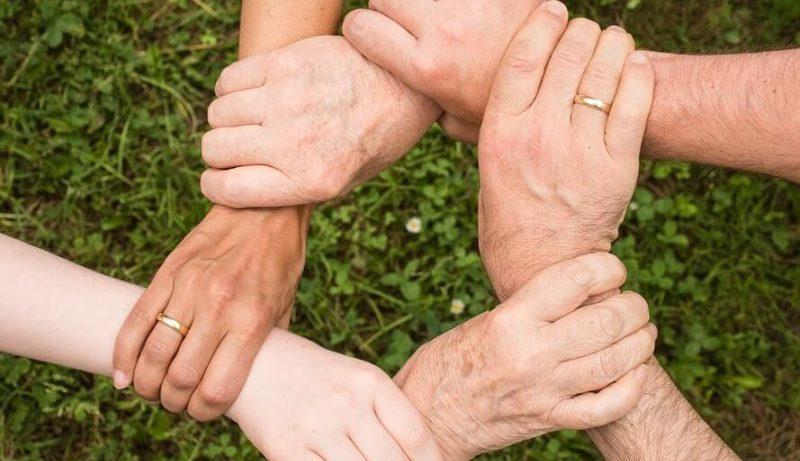 Что влияет на сближение людей