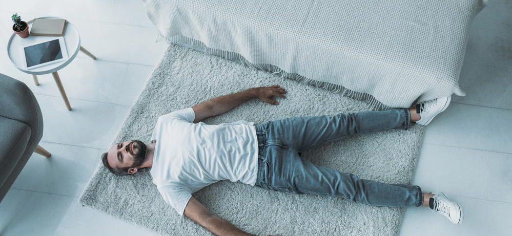 Как справиться с депрессией: лечить таблетками или работать над собой?