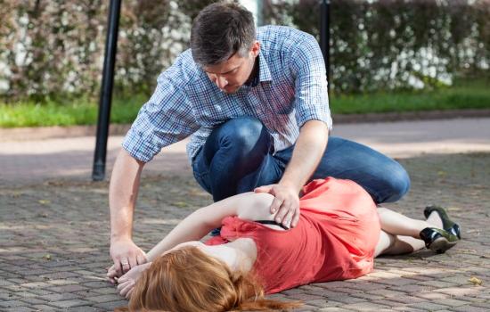 Что делать, если человек упал в обморок
