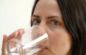 Дефицит воды – причина подростковых проблем у вашего ребенка