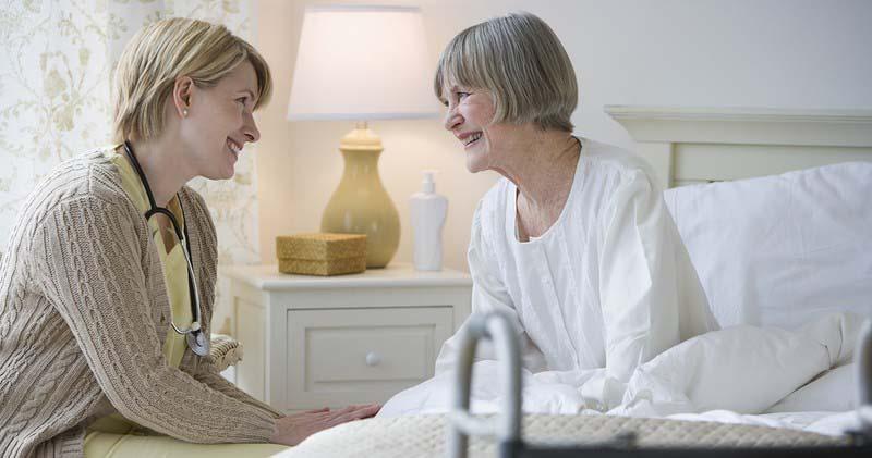 Услуги профессиональной сиделки: быть рядом и в болезни, и в старости