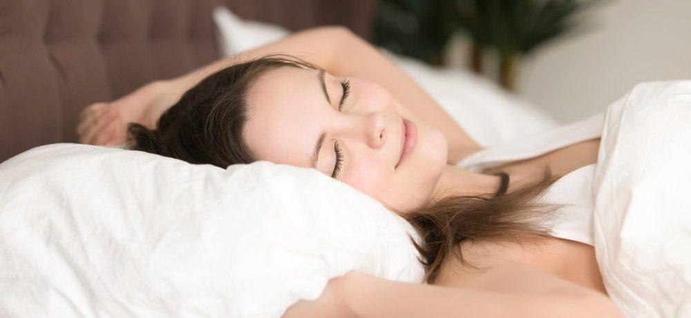 Обнаружена связь между долгим сном и угрозой инсульта