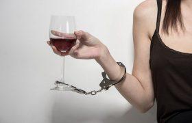 Алкоголизм: как понять, что человек болен и что делать в первую очередь
