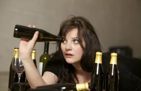 Правда ли, что женский алкоголизм неизлечим?