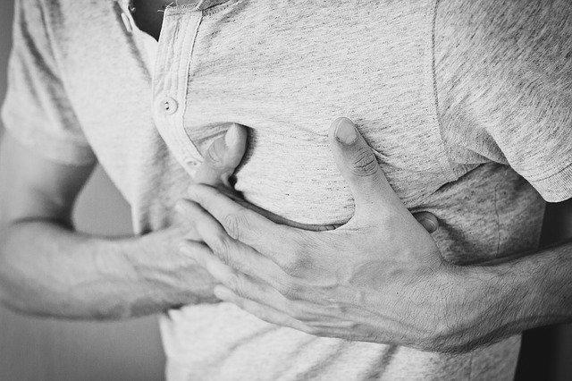 Врач рассказал о симптомах сердечного приступа