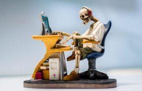 Самоубийство ради денег: к чему приводит долгое сидение на работе