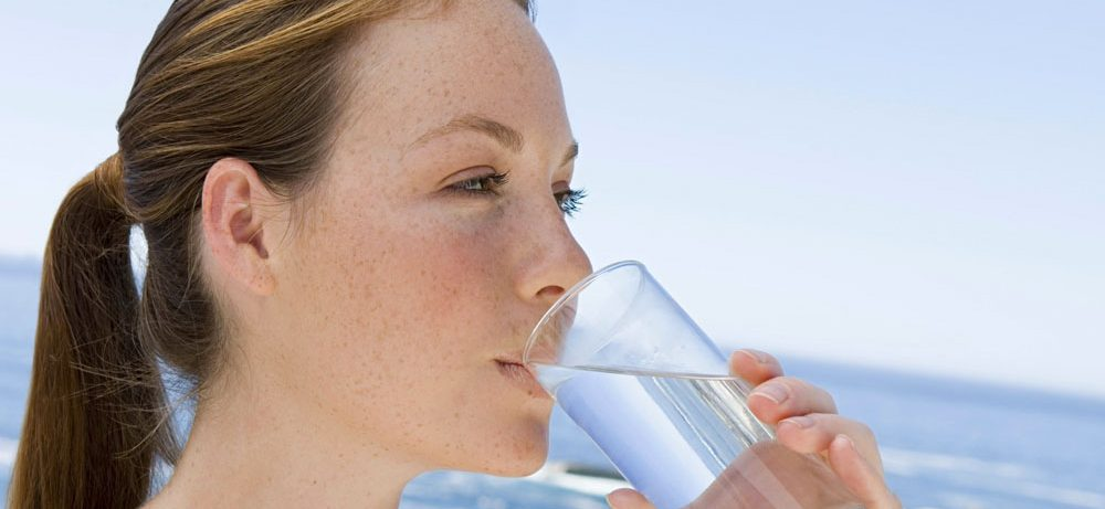 Чистая вода в рационе для красивой и здоровой кожи на долгие годы