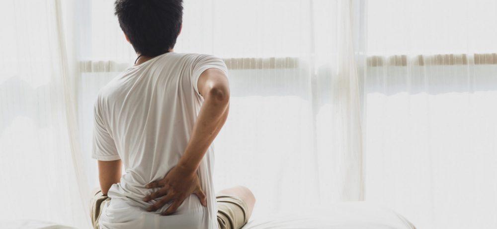 Что может вызвать утреннюю боль в спине?