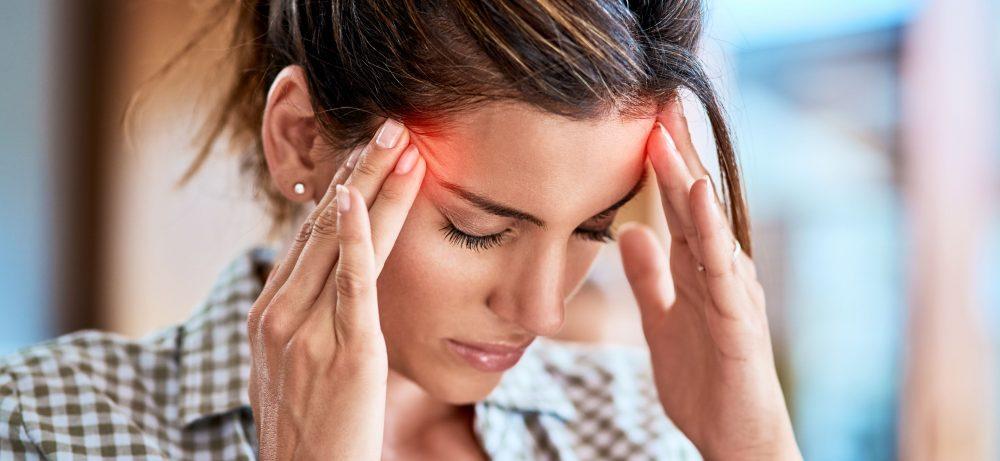 Почему дергается левый глаз: нервный тик