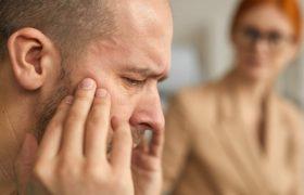 Названы симптомы черепно-мозговой травмы и правила первой помощи